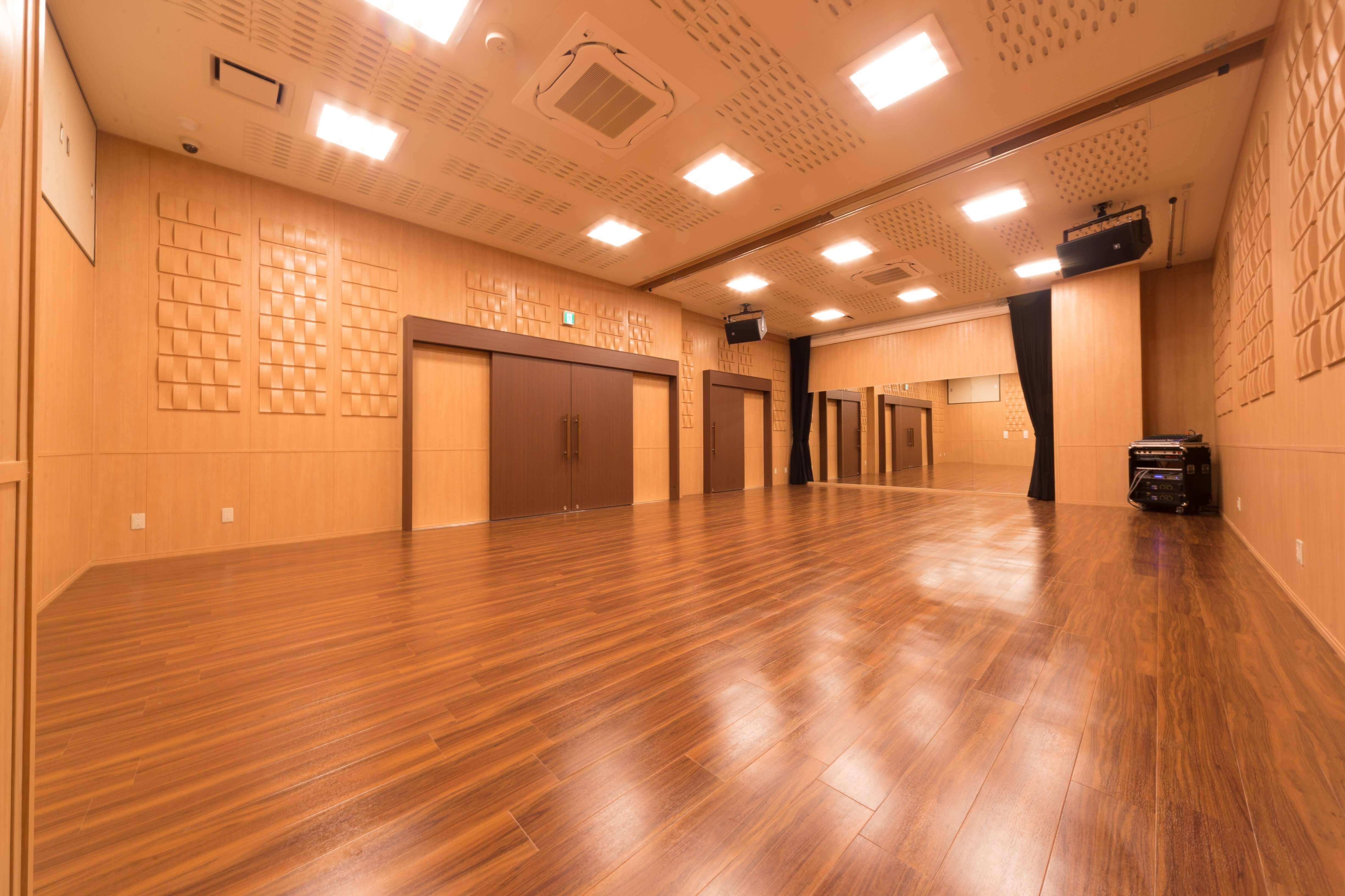 神戸大倉山駅ラズリカフェホール 内部